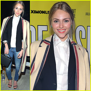 AnnaSophia Robb Hits The Books After Kicking Off New York Fashion Week