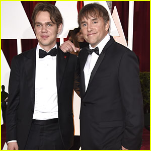 Ellar Coltrane Walks Oscars 2015 Red Carpet With 'Boyhood' Director Richard Linklater