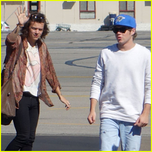 Harry Styles Touches Down in Adelaide Ahead of One Direction Concert
