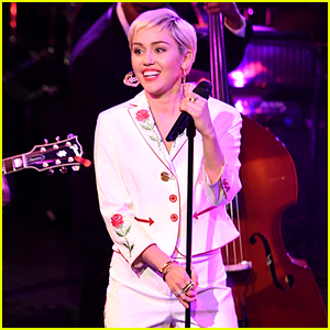 Miley Cyrus Sings '50 Ways to Leave Your Lover' at 'SNL 40' - Watch Now!