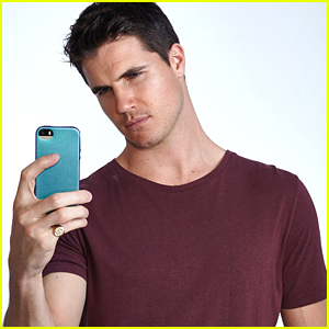Robbie Amell Is The Perfect Leading Man In 'The DUFF'