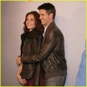 Robbie Amell Takes Italia Ricci Back Home To Toronto For 'Duff' Promo