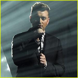 Sam Smith Sings 'Lay Me Down' at BRIT Awards 2015