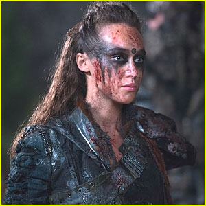 Alycia Debham-Carey Talks #Clexa Ahead of 'The 100's First Season Finale Episode Tonight