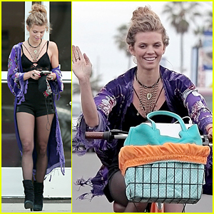 AnnaLynne McCord Jokes About Date With Leprechaun
