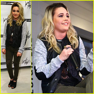 Bea Miller Performs At Lord & Taylor's DesignLab Launch