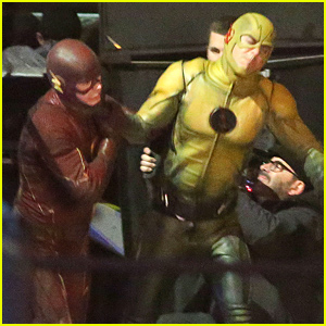 The Flash Fights Reverse Flash in These New 'Flash' On Set Pics!
