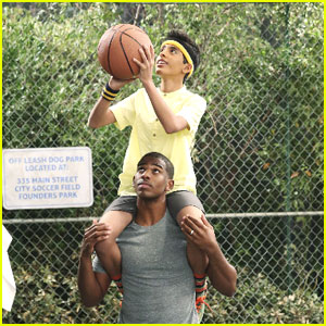 LA Clippers Star Chris Paul Guest Stars On Tonight's 'Jessie' - See The Pics!