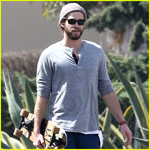 Liam Hemsworth & Josh Hutcherson Constantly Text Each Other
