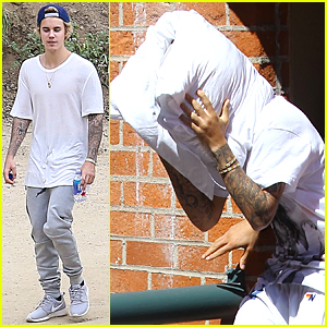 Justin Bieber Covers His Face Using Pillow Technique Again