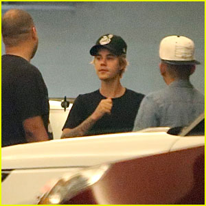 Justin Bieber Catches a Los Angeles Clippers Game