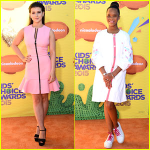 Kathrine Herzer & Quvenzhane Wallis Walk the KCAs Orange Carpet!