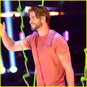 Liam Hemsworth Accepts Blimp For Favorite Movie at Kids Choice Awards 2015