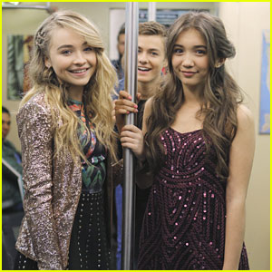 Peyton Meyer Photobombs Sabrina Carpenter & Rowan Blanchard In Exclusive Pic From 'Girl Meets World' Season Finale