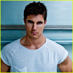 robbie amell tattoo