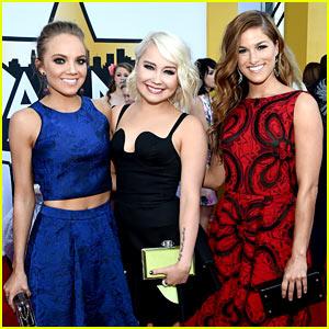 Danielle Bradbery, RaeLynn, & Cassadee Pope Bring Country 'Voices' to ACM Awards 2015!