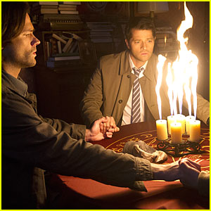 Sam & Castiel Contact Heaven In Tonight's 'Supernatural'