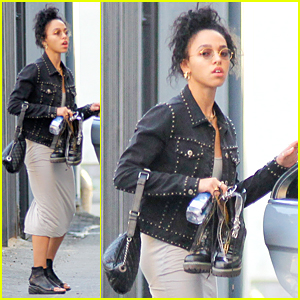 FKA twigs Preps For Her Concert Before Robert Pattinson Arrives