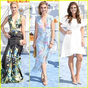Greer & Spencer Grammer Bring Sister Power To MTV Movie Awards 2015