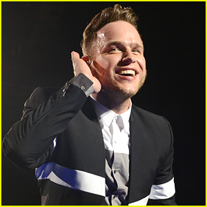 Olly Murs Mashes Up 'Treasure' & 'Wrapped Up' For Awesome Medley - See The Video!