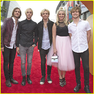 Rydel Lynch & Ellington Ratliff Make First Red Carpet Appearance Together As Couple At RDMAs