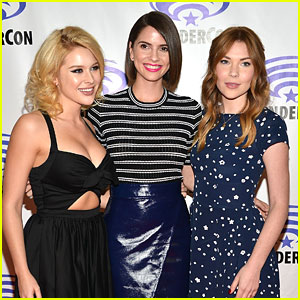 Shelley Hennig & Renee Olstead 'Unfriend' WonderCon 2015