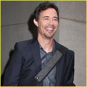 Tom Cavanagh Does 'Flash' Finale Promo in NYC