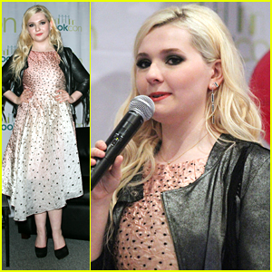 Abigail Breslin Promotes 'This May Be Crazy' at BookCon 2015