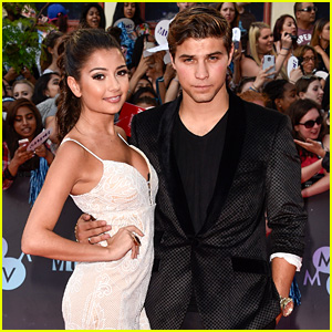 Degrassi's Cristine Prosperi & Luke Bilyk Pair Up for MMVAs 2015