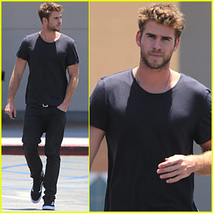 Liam Hemsworth Looks Super Suave in All Black | Liam ...