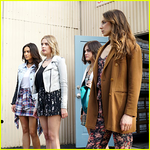 The Girls Search For More Answers on Tonight's 'Pretty Little Liars'
