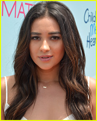 Shay Mitchell Reveals Fantasy 'Pretty Little Liars' Ending