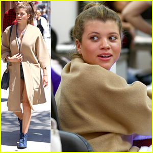 Sofia Richie Gets A Pretty New Manicure In Beverly Hills