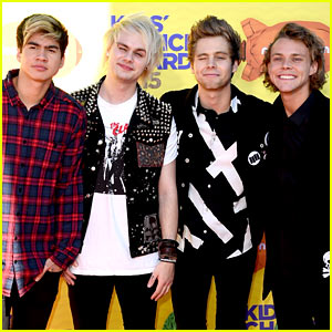5 Seconds of Summer To Perform New Single At Teen Choice Awards 2015