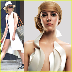 Jena Malone Hangs With Amber Tamblyn After New 'Hunger Games' Portrait Reveal