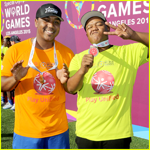 Kyle & Chris Massey Play In Special Olympics Unified Sports Experience Football Game