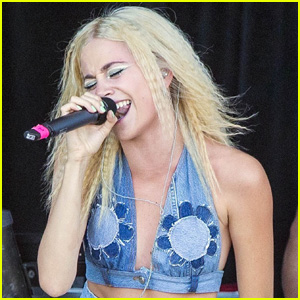 Pixie Lott is a Hot Denim Baby at the Brentwood Festival!