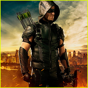 'Arrow' Debuts New Green Arrow Costume for Fourth Season!