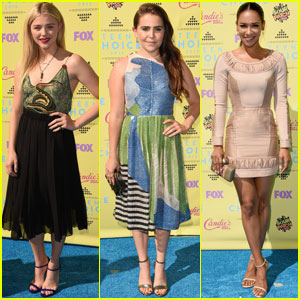 Chloe Moretz & Mae Whitman Hit Up Teen Choice Awards 2015 With Candice Patton