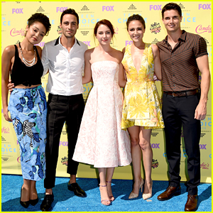 Italia Ricci & Robbie Amell Are 'Chasing' After Teen Choice Awards