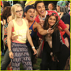 Maddie & Diggie Take The Most Awkward Selfie Ever on 'Liv & Maddie'