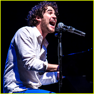 Darren Criss Sings 'A Whole New World' with the Actual Jasmine at Elsie Fest!