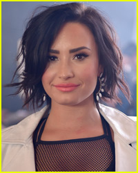 Demi Lovato Loves to Make Gingerbread Houses With Pal Iggy Azalea!