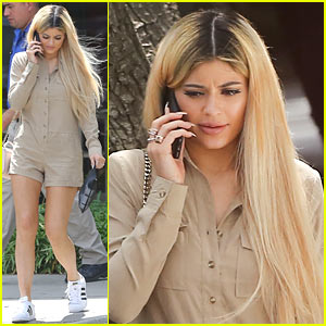 Kylie Jenner Makes First Appearance as a Blonde!