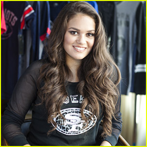 Madison Pettis Unveils Designs For Super Bowl 50 For NFL Style