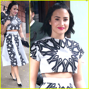 Demi Lovato Wears Crop Top During The NYC Rain After Announcing Tour With Nick Jonas