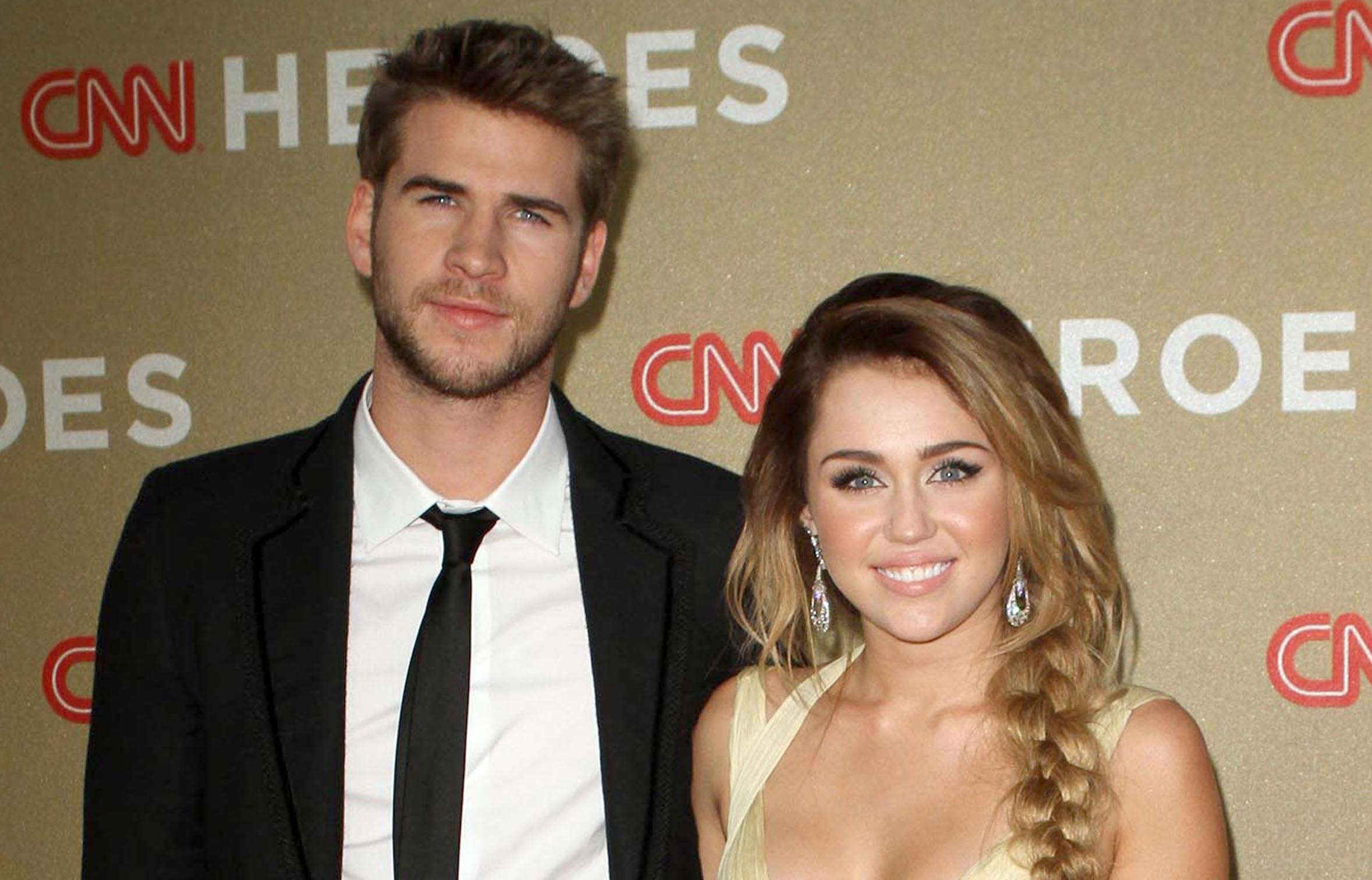 liam hemsworth and miley cyrus relationship 2015