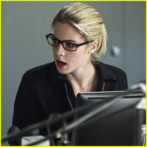 Felicity Tries to Find Ray on Tonight's 'Arrow'