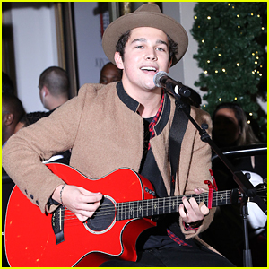 Austin Mahone Performs Surprise Concert At Lord & Taylor!