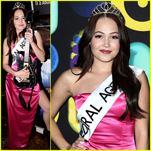 Kelli Berglund Rocks Out to Guitar Hero at Just Jared's Halloween Party!